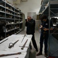 Vorerst noch im Depot: die Exponate für die Schwert-Ausstellung