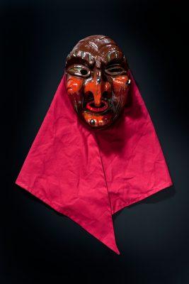 Auch heute noch schnitzt Ergun Can Masken. Diese Hexe ist 2016 entstanden.