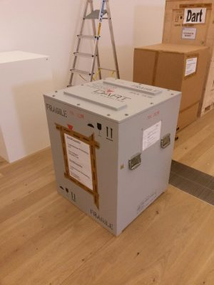 Eine Klimakiste, in der Museumsobjekte auf Reisen gehen.
