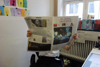 Funktioniert auch analog: Zeitung lesen; © Antje Möbius; Landesmuseum Württemberg