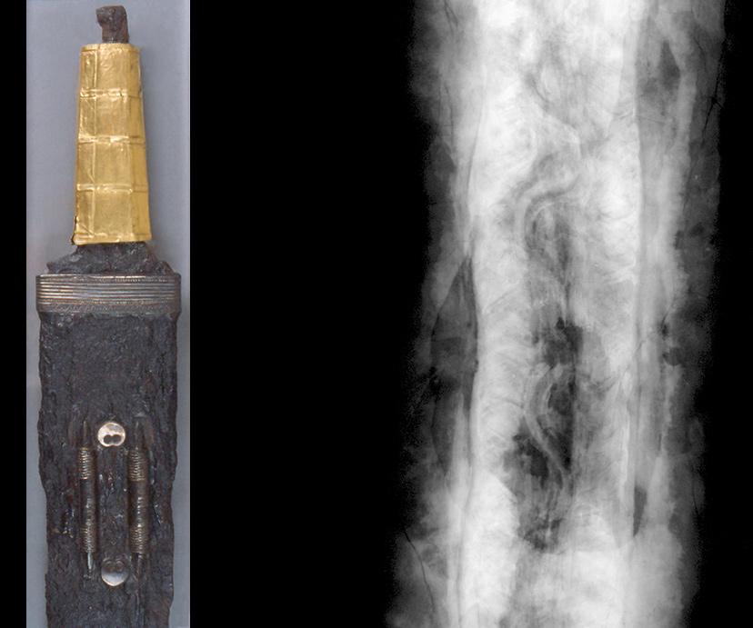 Ein mit Goldblech-überzogener Griff kennzeichnet dieses zweischneidige Schwert (Spatha) aus Sindelfingen (Baden Württemberg) als wertvolles Rangabzeichen eines frühmittelalterlichen Kämpfers. Verborgen unter der festgerosteten Scheide enthält die Klinge Verzierungen in Form einer wellenförmigen Schlangenlinie. (Links Foto, rechts: Röntgenbild) ©Landesmuseum-Württemberg, Foto: Moritz Paysan, CC BY-SA