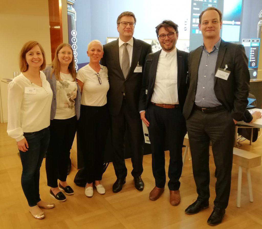 MitarbeiterInnen des Landesmuseums Württemberg mit Eckart Köhne, Präsident des Deutschen Museumsbundes (3. v. r.)