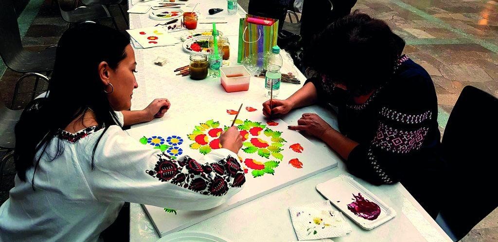Künstlerinnen beim Petrykivka Workshop © UAKS