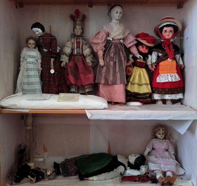 Puppen im Depot