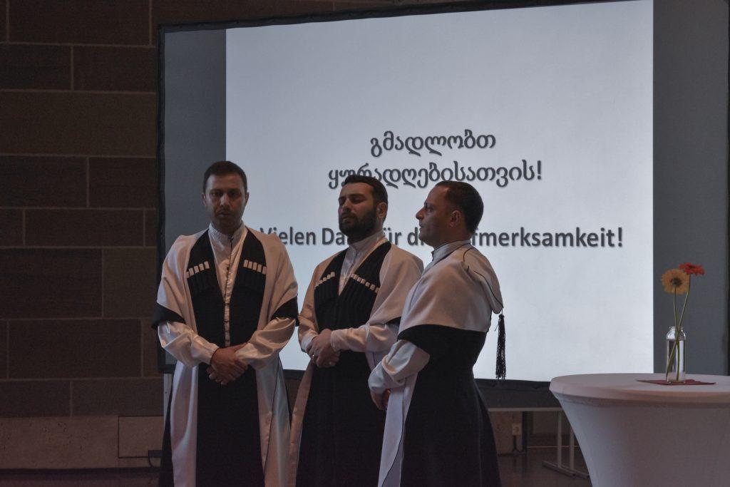Der Männerchor Mdzlevari sang traditionelle georgische Musik ©Isabel Schwab, LMW
