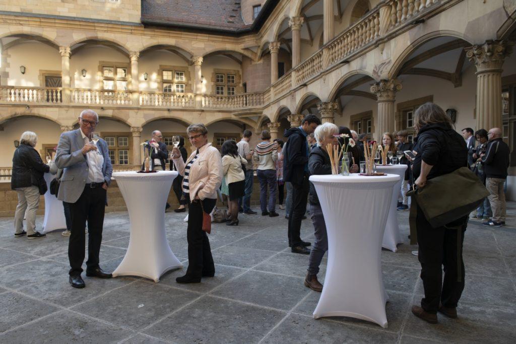 Die Altane im Innenhof bot ein stimmungsvolles Ambiente für den Weingenuss ©Hendrik Zwietasch, LMW