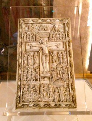 Elfenbein einer Kreuzigung, 9. Jahrhundert.