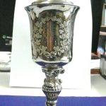 Das Objekt der Begierde: der Silberpokal des mysteriösen Dr. H