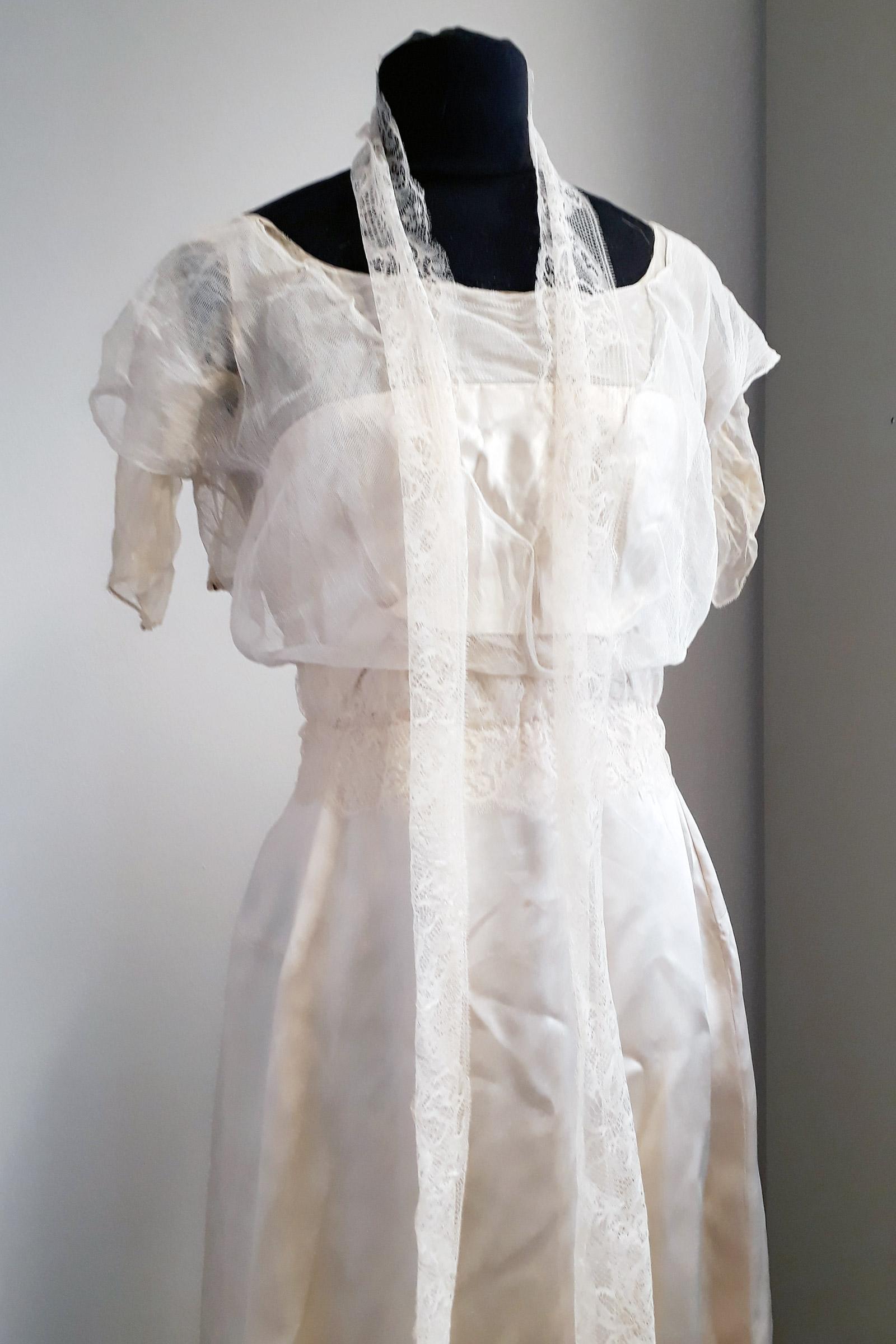 Neuzugang der Mode- und Kostümsammlung: Ein cremefarbiges Seidenkleid