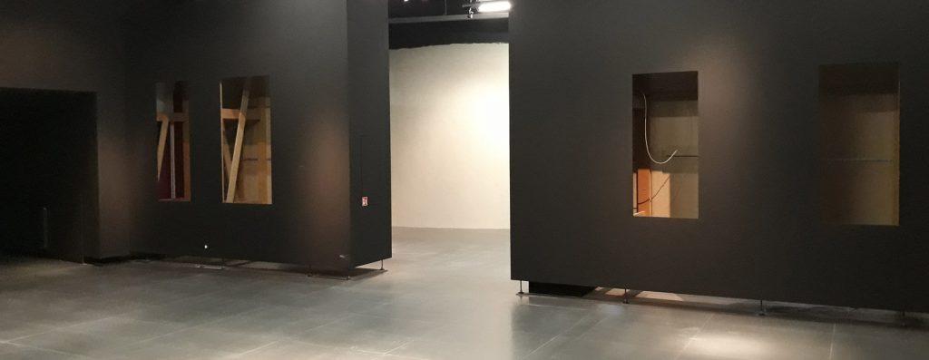 """Ausstellungsaufbau Sonderausstellung """"Faszination Schwert"""""""