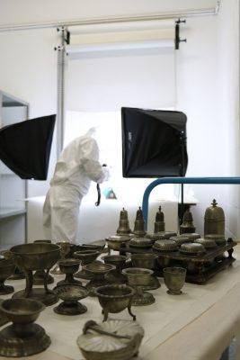 Fotografieren und Inventarisierung im Depot