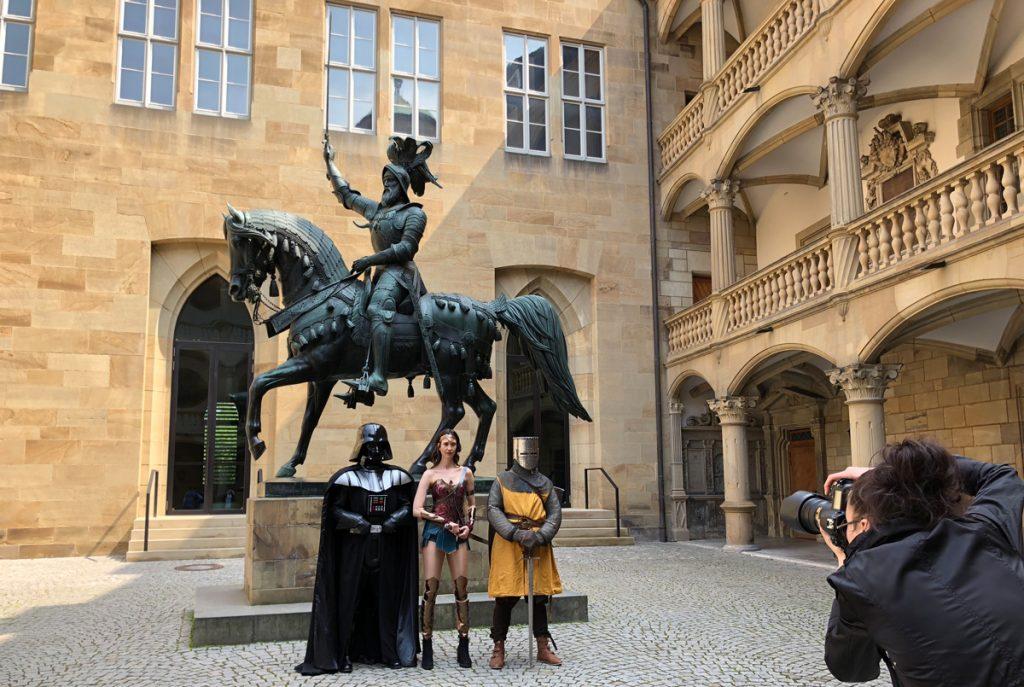 Darth Vader, Wonder Woman und ein Ritter zu Gast im Alten Schloss
