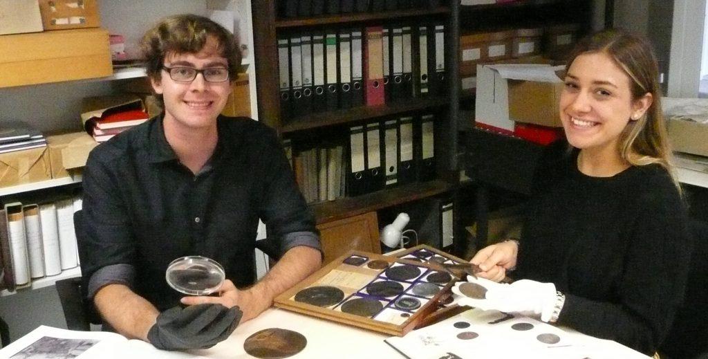 Nachwuchs-Numismatiker bei der Arbeit